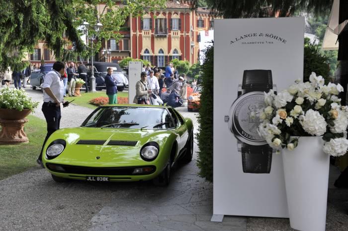 Quoi de plus rafraichissant que cette Lamborghini Miura au vert acidulé au milieu de modèles plus sages