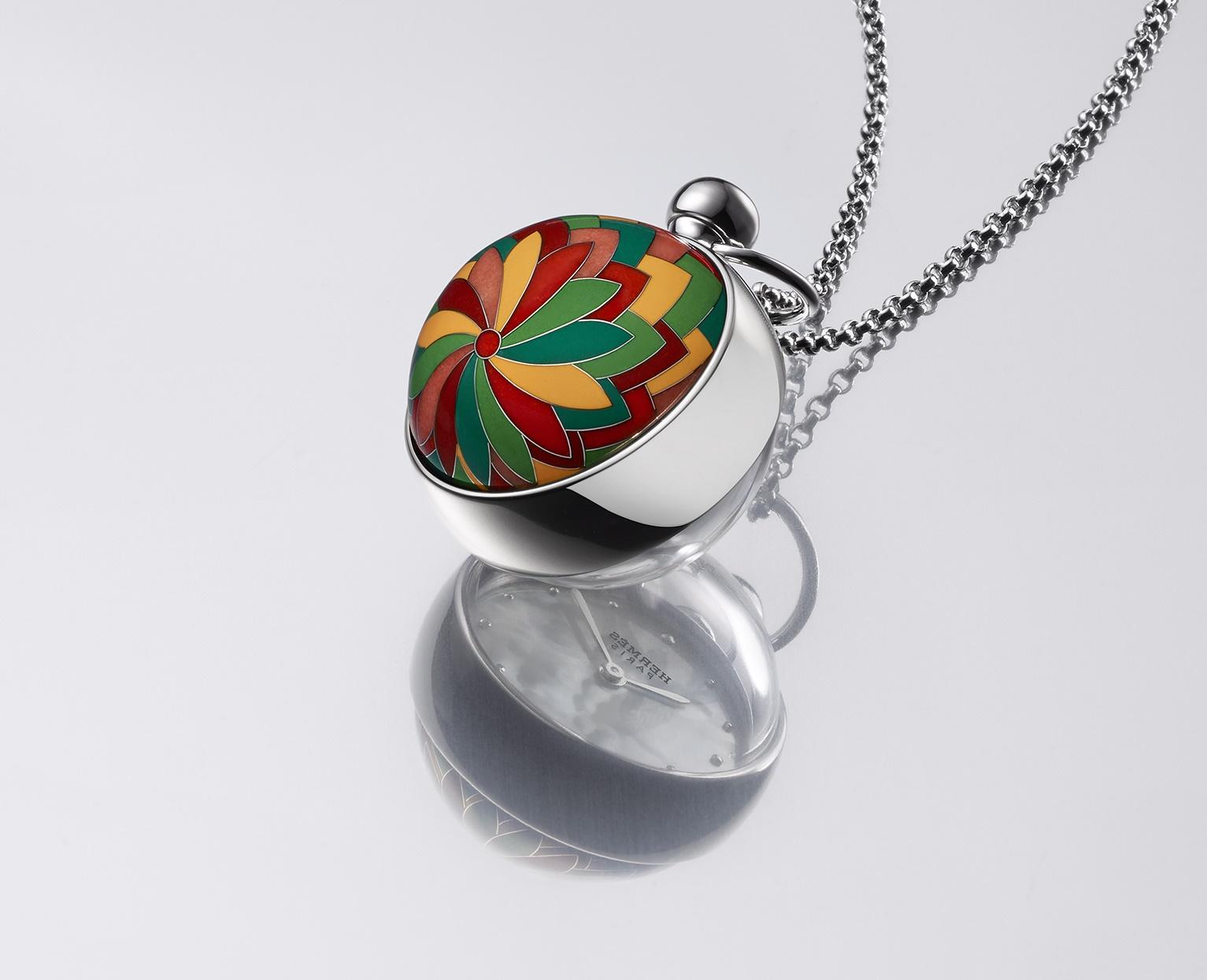 Hermès : Pendentif Boule, un bel hommage à l'art de l'émail cloisonné