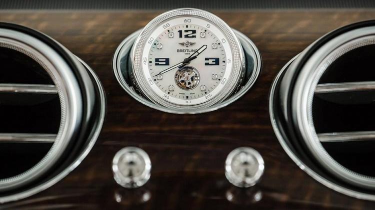 Bentley Bentayga, un SUV à l'heure Breitling