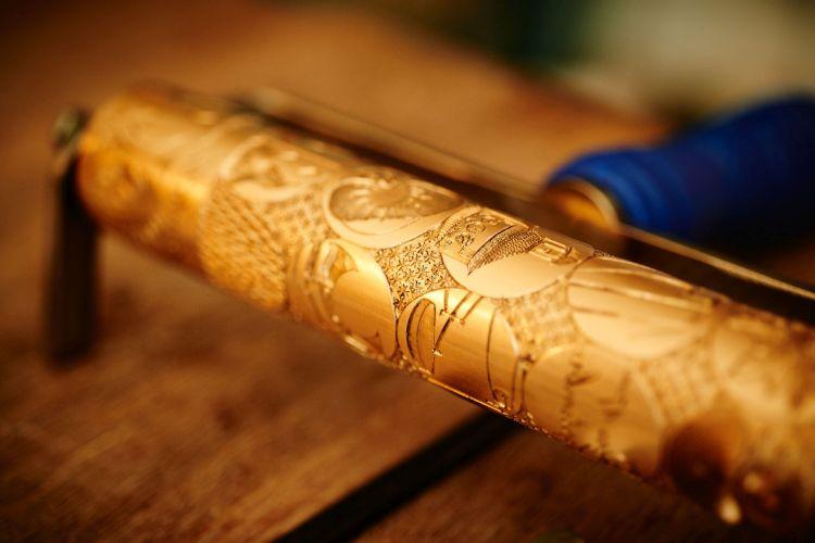 sceau-cylindre en or ciselée de symboles dépeignant 260 ans d'horlogerie et de métiers d'art