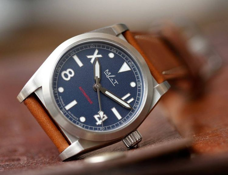 AG 7 MATWatches : bleu blanc rouge