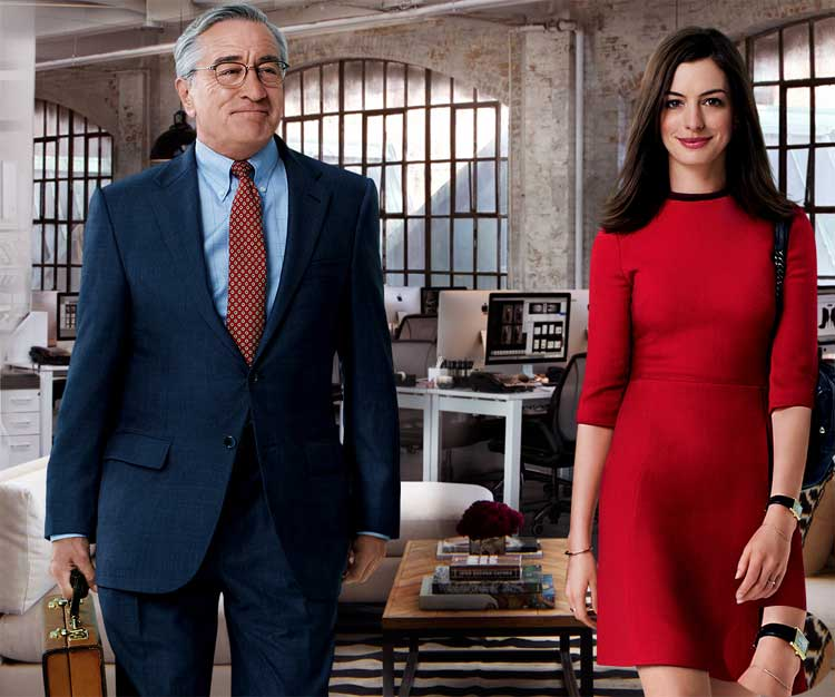 Le nouveau stagiaire : Anne Hathaway porte une Tank Solo or de chez Cartier