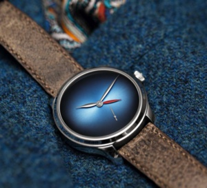 Moser Endeavour Dual Time Concept : GMT en fumé
