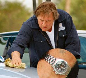 Hello Goodbye : Gérard Depardieu porte une Hamilton Khaki Field Auto Chrono