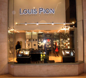 Louis Pion ouvre au Carrousel du Louvre