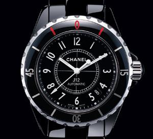 J12 : Chanel rend hommage à la ville de Taipei avec une série limitée à 100 pièces : en rouge et noir