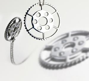 Mlle Sinquin : des bijoux mixtes qui s'inspire des pièces de mouvements horlogers…