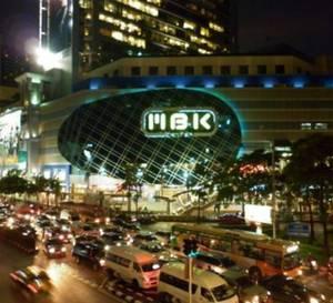 Centre commercial MBK à Bangkok : où les montres de luxe d'occasion côtoient de pures contrefaçons