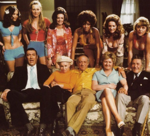 Carry on girls : Sid James porte un chrono Breitling Top Time