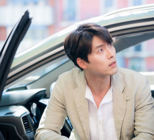 Memories of the Alhambra : Hyun Bin porte une Navitimer Breitling en or rose