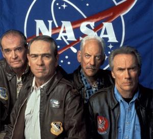 Space Cowboys : Tommy Lee Jones porte une Breitling Old Navitimer