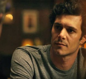 Start-up : Adam Brody porte une Rolex Datejust en or et acier