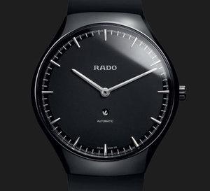 Rado True Thinline : une montre design, fine, en céramique et mécanique…