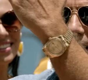 Speed kills : John Travolta porte une Rolex Day-date en or jaune