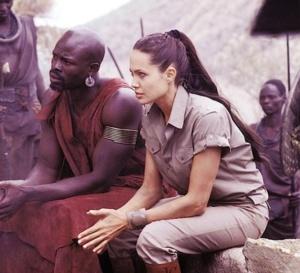 Lara Croft, le berceau de la vie : Angelina Jolie porte une montre Tissot T-Touch