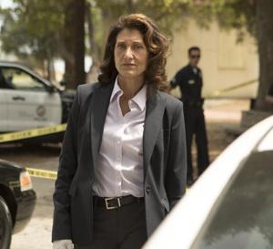 Bosch : Amy Aquino porte une Tank française de chez Cartier