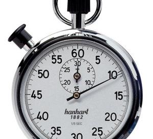 Thomas Crown : Pierce Brosnan utilise un chrono Hanhart