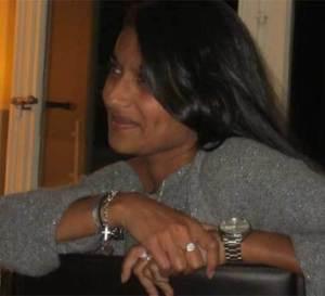 Portrait de Sharmila Bertin : une femme moderne qui aime les montres d'hommes