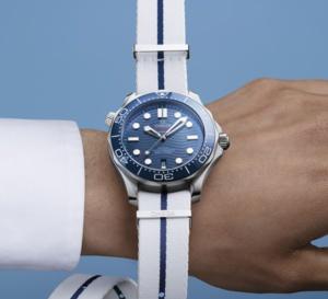 Omega : six nouveaux bracelets Nato sobres mais estivaux