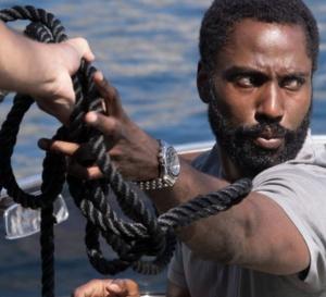 Tenet : John David Washington porte un chrono Hamilton Jazzmaster Seaview