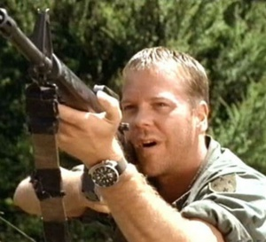 A soldier's sweetheart : Kiefer Sutherland porte une Seiko 6105