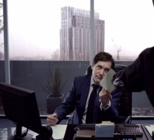 Sherlock : Bertie Carvel porte une Breitling Chronomat