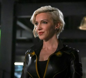Arrow : Katie Cassidy porte une Rolex Milgauss
