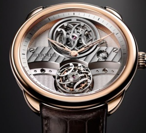 Hermès Arceau Lift Tourbillon volant : l'inspiration double H