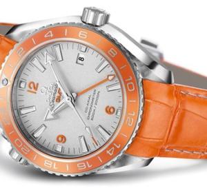 Omega Seamaster Planet Ocean Orange Ceramic : première mondiale pour cette plongeuse de luxe en platine
