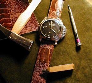 La patte d'autruche, un cuir triplement extraordinaire : la chronique du bracelet-montre d'ABP