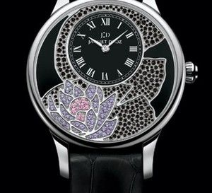 Fleur de Lotus de Jaquet Droz : une vraie montre mécanique parée de diamants noirs, de saphirs roses ou bleus, d'améthystes et de tsavorites