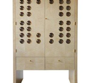 Elie Bleu sort un cabinet à montres rotatif pour cinquante modèles en sycomore naturel