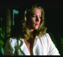 La fièvre au corps : Kathleen Turner porte une Tank de chez Cartier en or jaune