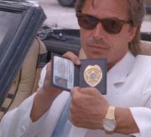 Deux flics à Miami : Don Johnson porte un chrono Ebel 1911 en or jaune