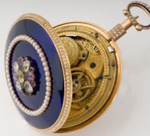 ANTHONY Montre avec stop seconde, Fin XVIIIe siècle Or, Email, Perles, Diamant H: 9,2 cm / D: 6,6 cm Estimation : 12 000 - 18 000 €