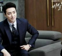 Stranger : Lee Joon-hyuk porte une Breitling Navitimer