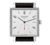 Nomos Tetra neomatik : montre carrée, automatique, design et fine