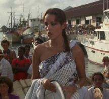 Jamais plus jamais : Barbara Carrera porte une Cartier Tank en or